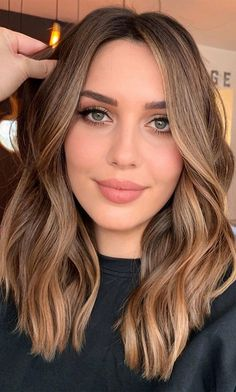 Brown Hair With Blonde Highlights, Brown Hair Balayage, Brown Ombre Hair Medium, Bayalage Light Brown Hair, Medium Hair Waves, Hazel Brown Hair, Highlights For Brunettes, Light Brown Hair Colors, Blonde Balayage On Brown Hair