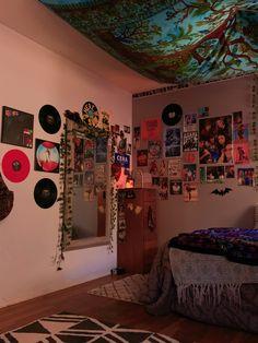 Indie Room Decor, Cute Room Decor, Teen Room Decor, Room Design Bedroom, Room Ideas Bedroom, Bedroom Decor, Bedroom Inspo, Bedroom Inspiration, Chambre Indie