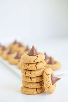 Easy Peanut Butter Blossoms - These are the best Peanut Butter Blossoms! They're made with butter, loads of peanut butter, and the perfect balance of brown sugar and granulated sugar. Pop a chocolate kiss in the center and they're ready for serving! This is the Hershey Kiss Cookie recipe that you have to try! #cookiedoughandovenmitt #peanutbutter #cookies #dessert Peanut Butter Dessert Recipes, Peanut Butter Blossom Cookies, Best Peanut Butter, Creamy Peanut Butter, Sugar Pop, Brown Sugar, Yummy Recipes, Cooking Recipes, Yummy Food