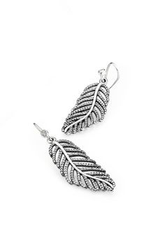 These show-stopping feather earrings have been beautifully crafted from sterling silver. The cut-out feather design has been adorned with lovely cubic zirconia gemstones. These earrings will ensure you are dazzling all night long. #PANDORA #PANDORAearrings