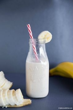 Discover Korean banana milk and learn how to make it at home. It takes less than… Discover Korean banana milk and learn how to make it at home. It takes less than 1 minute and uses only 5 readily available ingredients! It also tastes healthy and fresh! Korean Dishes, Korean Food, Korean Recipes, Korean Drinks Recipe, Yummy Drinks, Healthy Drinks, Yummy Food, Healthy Food, Banana Milk Korean