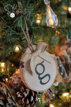 Wood slice stamped ornaments from Santy 2 Chic 10 DIY Christmas Decor Ideas - CHATFIELD COURT