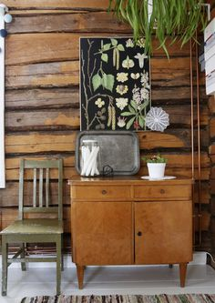 Muutto maalle ei kuulunut lapsiperheen haaveisiin. Yllättävien sattumien kautta perheen kotina on nyt suloinen mummonmökki. Rustic House, Home And Living, Decor, Decor Buy, Dream Decor, Cottage Interiors, Home, Indoor Decor, Home Decor
