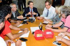Governo promete solicitar antecipação de receita para quitar dívida com servidores da Saúde e Educação - http://noticiasembrasilia.com.br/noticias-distrito-federal-cidade-brasilia/2015/01/20/governo-promete-solicitar-antecipacao-de-receita-para-quitar-divida-com-servidores-da-saude-e-educacao/