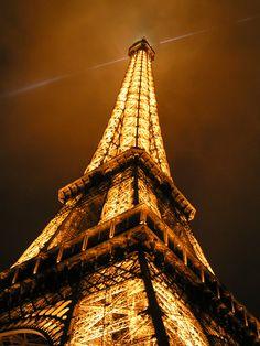 De Eiffeltoren is wereldwijd het symbool van Parijs. Het wordt door velen gezien als een van de niet-klassieke wereldwonderen. De toren is bedacht door de architect Gustave Eiffel.