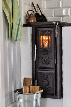 Viking 30 woodstove - great for a narrow space. Küchen Design, House Design, Swedish Cottage, Stove Fireplace, Cottage Kitchens, Interior Decorating, Interior Design, Foyers, Tiny Living