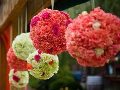 Arreglos de flores de esferas coloridas para boda