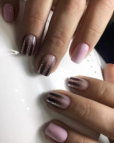 And short nails can be remarkably sharpened. There is almost no warderobe with which this manicure will not go well.