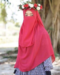 Image may contain: one or more people Beautiful Hijab, Beautiful Asian Women, Niqab Fashion, Hijab Cartoon, Hijab Niqab, Hijabi Girl, Muslim Girls, Zara Women, Asian Woman