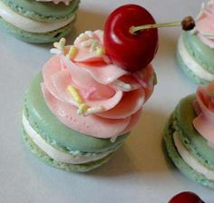 California Gurls Cupcake Macaroons Pay Tribute to Katy Perry #wedding #cupcakes trendhunter.com