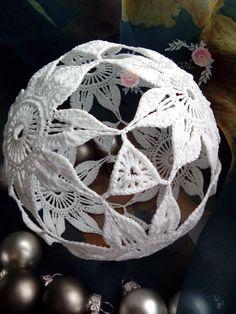 Zdjęcie użytkownika Crochet art and craft. Crochet Ball, Crochet Round, Arts And Crafts, Shapes, Christmas, Noel, Xmas, Navidad, Art And Craft