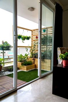 75 Beautiful Apartment Balcony Decorating Ideas on A Budget - Balkon Dekoration Apartment Balcony Garden, Apartment Balcony Decorating, Apartment Balconies, Cozy Apartment, Bedroom Balcony, Interior Balcony, Apartment Ideas, Apartment Patios, Apartment Design