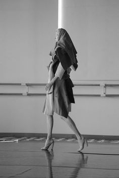 """The actress Tilda Swinton stars in Olivier Saillard's """"Cloakroom — Vestiare Obligatoire,"""" a new performance piece in Paris. Tilda Swinton, Fashion Installation, Androgynous Look, British Actresses, Iconic Women, Best Actress, Clothes Horse, Fashion Photography, Black And White"""