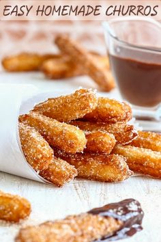 Easy Homemade Churros Recipe – Most popular and traditional Spanish dessert. The… Easy Homemade Churros Recipe – Most popular and traditional Spanish dessert. They are best served with a cup of really thick chocolate. Oreo Dessert, Coconut Dessert, Dessert Food, Desserts Espagnols, Delicious Desserts, Simple Dessert Recipes, Deep Fried Desserts, Easy Spanish Desserts, Easy Homemade Desserts