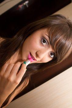 Jana Make-up  Uma Garota super simpática de 18 anos super antenada em Moda e Beleza.  http://www.janamakeup.com.br/