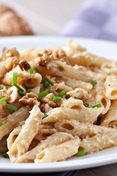 Penne in cremiger Walnusssoße Recipe for penne in walnut sauce Related posts: SOY SAUCE NOODLES RECIPES Easy Homemade Noodles with Spicy Peanut Sauce Lightning fast pasta with chicken in tomato cream sauce with broccoli Penne alla Norma Healthy Cookie Recipes, Healthy Dinner Recipes, Sauce Recipes, Pasta Recipes, Walnut Sauce, Greek Salad Recipes, Italy Food, Healthy Eating Tips, Italian Recipes