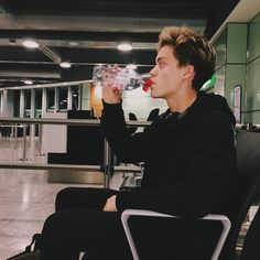 Remember to drink lots of water! ~Wise words from Reece👌🏻😋 New Hope Club, A New Hope, Blake Richardson, Reece Bibby, The Last Song, New Memes, Wattpad, Boyfriend Material, Beautiful Boys