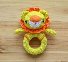 crochet patrón de león del traqueteo del juguete