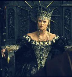 Love, love, love her costume! Charlize Theron as Evil Queen 'Ravenna'    (via gbrconrad)