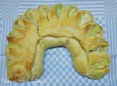 Margherita e Valeria Simili, due gemellebolognesi universalmente note come Sorelle Simili, sono diventate famose in tutto il mondo per la loro scuola di cucina, tenendo corsi sul pane perfino negl...