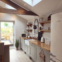 Farm style kitchen - Image may contain indoor Regina Roman – Farm style kitchen Home Decor Kitchen, Rustic Kitchen, Kitchen Interior, Home Kitchens, Farm Style Kitchens, Decorating Kitchen, Vintage Kitchen Decor, Small Kitchens, Apartment Kitchen