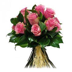 Bouquet sencillo de #rosas de color rosa, acompañado con la seriedad que aporta la hoja de la #camelia haciendo resaltar la belleza de las rosas #boda #novia