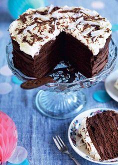 En dobbelt op chokoladekage, der slår alle rekorder. Lækre blåbærmazariner lige til at spise og de sødeste chokoladehjerter med smørcreme. Uhhmmmm siger vi bare. Det er vist bare om at komme i sving.. Få alle opskrifter her.