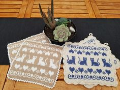 Crochet Home, Knit Crochet, Tapestry Crochet, Cat Pattern, Hot Pads, Double Knitting, Yarn Crafts, Mittens, Pot Holders