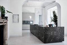 Cook Elegantly with These 8 Black Marble Applications in the Kitchen Design Inspiration The kitchen is one of the most frequently used rooms. Therefore, the design of the kitchen must be made as good as possible and use strong materials. Home Interior, Interior Architecture, Interior Design, Home Decor Kitchen, Kitchen Furniture, Furniture Stores, Office Furniture, Küchen Design, House Design