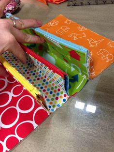 THE QUILT BARN: Sewalong Day 3 ................ idea for incorporating zipped pockets into a wallet