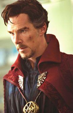 Doctor strange was SO GOOD mostly because of BENEDICT CUMBERBAAAAAATCH AHAHAHAA