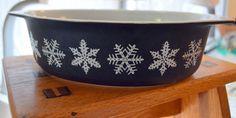 Vintage PYREX Black Snowflake 045 Oval Casserole w/ LID 2.5 qt Winter Christmas #Pyrex