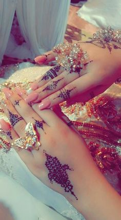 Mehndi Designs For Fingers, Henna Designs, Bride Quotes, Fall Nail Art Designs, Girl Hiding Face, Hand Images, Bridal Bangles, Unique Diamond Rings, Stylish Girls Photos