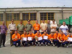 Lotul pompierilor profesionisti din cadrul Grupului de Pompieri Timis la etapa zonală Oradea 2006 împreună cu inspectorul șef si albitrii la  I.G.S.U
