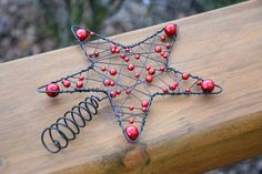 … Christmas Crafts, Christmas Ornaments, Christmas Ideas, Wire Trees, Beaded Ornaments, Decoration Table, Wire Art, Dyi, Macrame