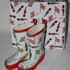 Union Jack & Queen's Guard Welly Boots - everyone loves jumping in puddles - £17.99 - matching rainmac!