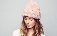 Pipo naiselle x 13 – ota ohjeet talteen ja äänestä kaunein! - Kotiliesi.fi Knit Beanie, Headbands, Winter Hats, Knitting, Berets, Turbans, Beanies, Fashion, Moda