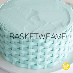 How to Pipe A Buttercream Basketweave Cake Design Watch and learn how to make this classic basketweave design! This technique is perfect for creating a two-dimensional woven look on your sweet treats. Cake Decorating Frosting, Cake Decorating Videos, Cake Decorating Techniques, Cookie Decorating, Birthday Cake Decorating, Frosting Techniques, Wilton Cakes, Cake Fondant, Dessert Decoration