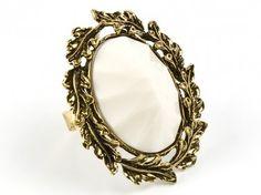 Kremowy pierścień - vintage Sprawdź więcej na www.carlena.pl