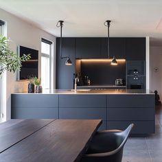 Trendy kitchen modern interior design home Ideas Stylish Kitchen, Modern Kitchen Design, Interior Design Kitchen, Modern Interior Design, Interior Ideas, Kitchen Designs, Bathroom Interior, Black Kitchens, Cool Kitchens