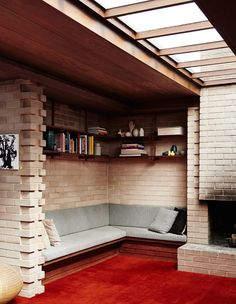 The Design Files> A very special mid century home in Melbourne's bayside suburb of Beaumaris, belonging to wine writer and sommelier Matt Skinner, his wife Carly, and their two young kids Indi and Ned. Retro Home, Mid-century Modern, Architecture Details, Interior Architecture, Interior Decorating, Interior Design, The Design Files, Best Sofa, Carpet Flooring