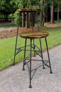 Reclaimed Wood Bar Stools Metal Bar Stools by PrecisionHomeDecor Rustic Bar Stools, Patio Bar Stools, Industrial Bar Stools, Cool Bar Stools, Metal Bar Stools, Vintage Industrial Furniture, Metal Chairs, Industrial Lamps, Welded Furniture