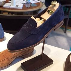 Edward Green loafers. Via @theshoesnob84 // MNSWR style inspiration    #mnswr #menswear #mensfashion #mensstyle #style #sprezzatura #sprezza #styleformen #bespoke #mentrend #gentlemen #shoes #mensshoes #footwear #shoeporn #shoesfortoday #dressshoes...