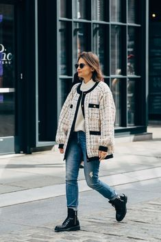 New York Fashion: Dress For Success With These Great Fashion Tips Fashion Week, New York Fashion, Winter Fashion, Fashion Outfits, Fashion Trends, Fashion Photo, Street Looks, Look Street Style, Chanel Street Style