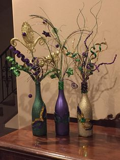 Hand painted wine bottles accented with Mardi Gras ribbon on bottle neck and filled with Mardi Gras floral decor. A sequin mask is added to each bottle for a sparkly finish. Most orders will take a week or less however more time may be needed for certain requests. Happy Mardi Gras!!