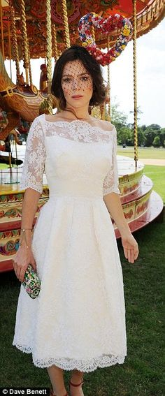 Anna Friel looking amazing at Goodwood Ladies' Day. My mum met her the day before in Windsor, and she got to see the heart fascinator and vintage lace dress in person. *Jealous*