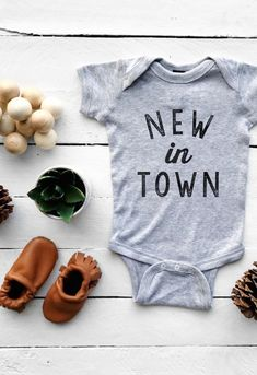 Newborn Baby Coming Home Outfit 'New In Town' Baby Onesie | TheOystersPearl on Etsy #littlegirloutfits