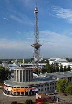 Funkturm ved messeområdet, ferdig 1926. Verdens første regulære TV-sendinger sendt herfra i 1935.