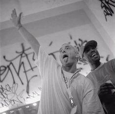 Bonnie Clyde, Eminem Smiling, 90s Artists, Marshall Eminem, Eminem Photos, The Real Slim Shady, Eminem Slim Shady, Rap Wallpaper, Rap God