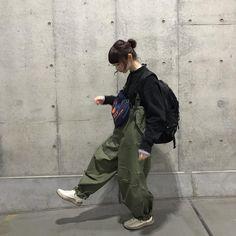 Aesthetic Fashion, Look Fashion, Aesthetic Clothes, Autumn Fashion, Fashion Outfits, Aesthetic Outfit, Female Pose Reference, Pose Reference Photo, Japan Street Fashion